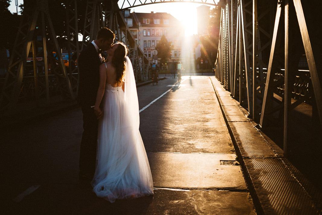 Als Hochzeitsfotograf Köln im Rheinauhafen.