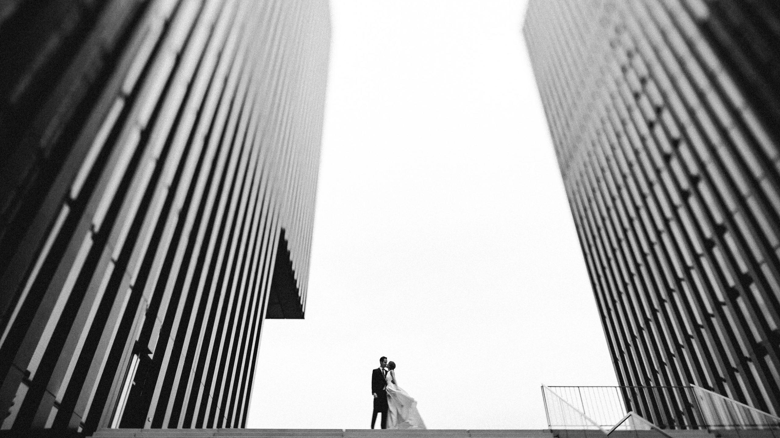 Als Hochzeitsfotograf Düsseldorf haben wir tolle Hochzeitsbilder im Media Hafen Düsseldorf gemacht.