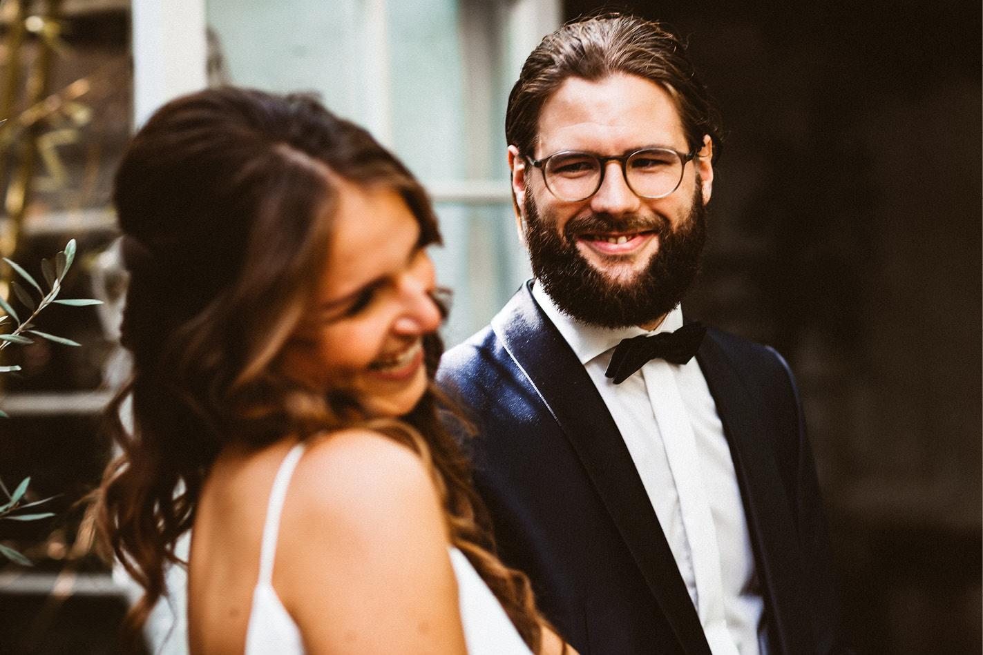 Als Hochzeitsfotograf Köln bieten wir Euch ein tolles Portfolio an Hochzeitsbildern!